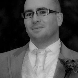 Groom Pre-Wedding Mono Portrait