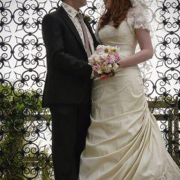 Bride & Groom Look of Love