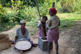 Madagascar Pounding Rice Tsianivoha