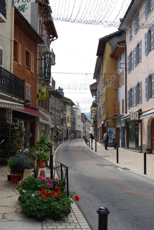 Quiet street in Thones