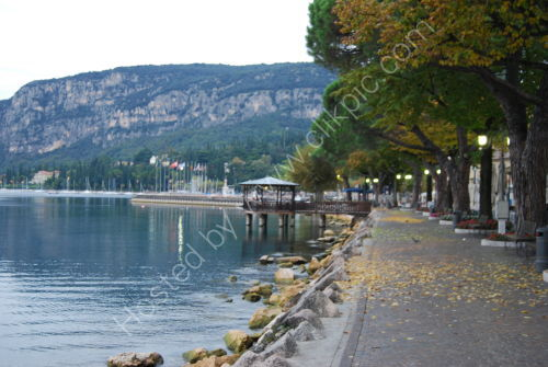 An autumn morning at Garda