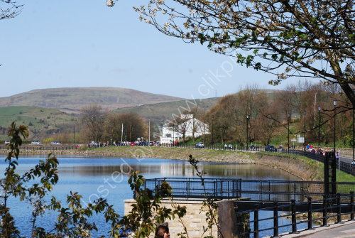 Lakeside view at Hollingworth