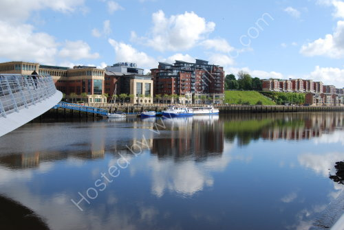 Blue reflections on the Tyne