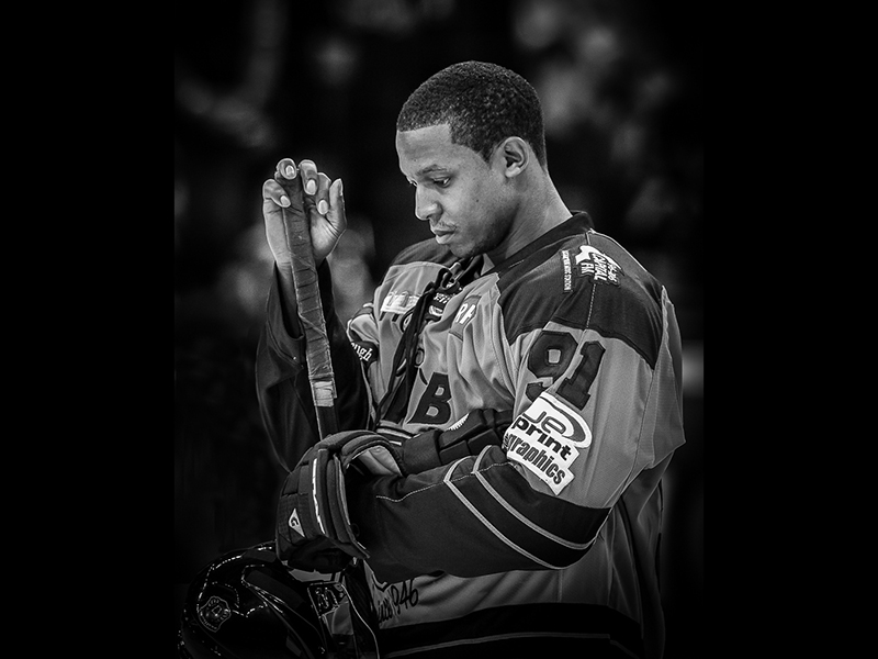 06 Com Ice Hockey Player Mike Poole