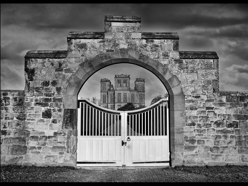Thro the Gate by Geoff Jones Com Mono