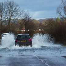 Driving through Cookham flood 2014