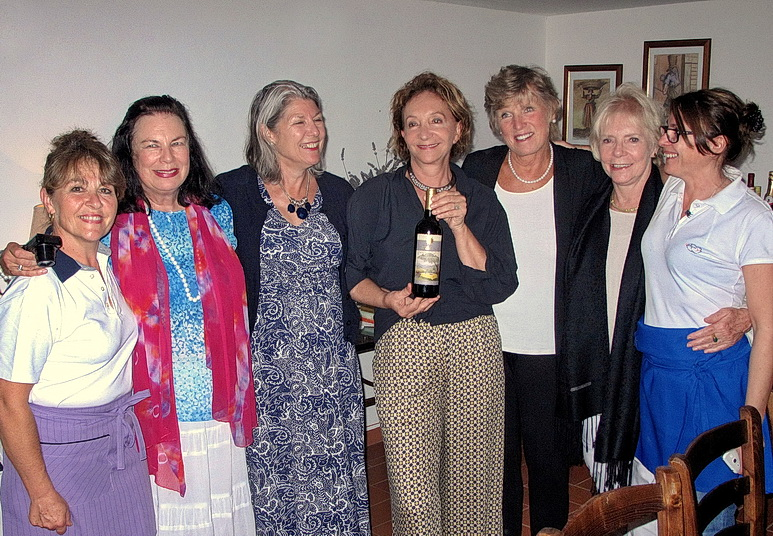 giusi with guests for aperitives.jpg