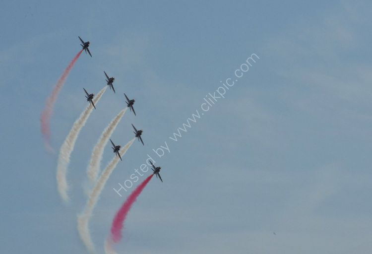 Aircraft - The Red Arrows (Hawk TI) - Banking and Climbing