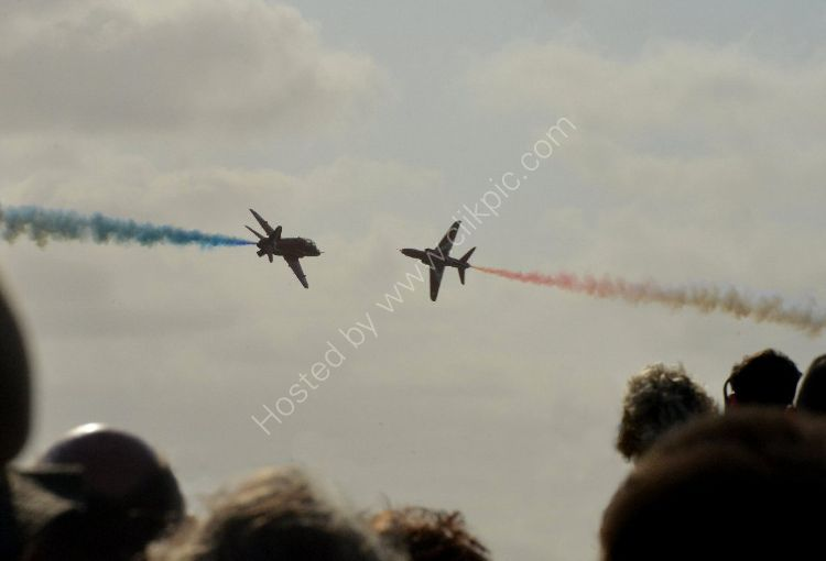 Aircraft - The Red Arrows (Hawk TI) - Crossover, just above the crowd