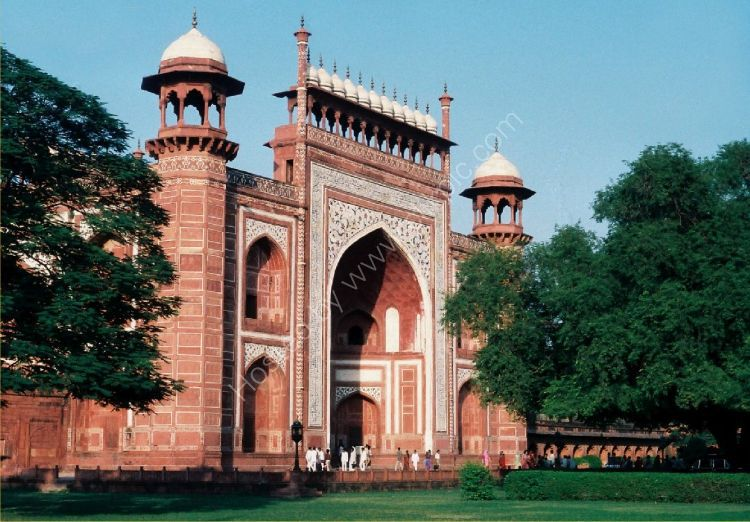 Building - The Great Gate (Darwaza-i rauza) gateway to the Taj Mahal (front entrance)