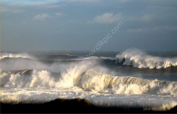 SCOTLAND - North Sea Waves