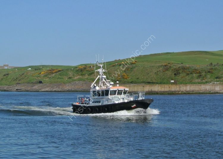 SCOTLAND - Pilot sails into Aberdeen Harbour