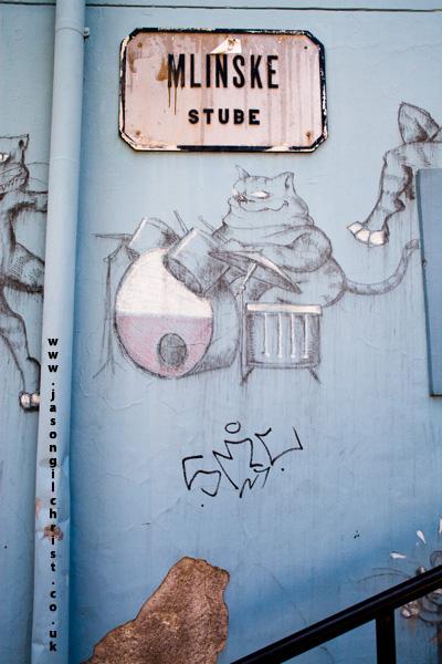 cat and drumkit on blue @ Mlinske Stube
