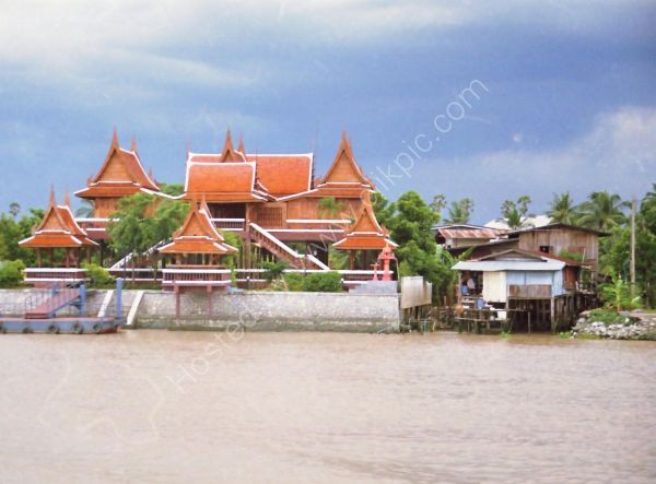 Buildings on Mae Nam Chao Phrayal River, Ayutthaya to Bangkok