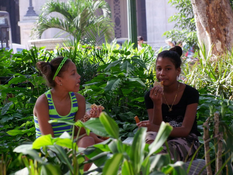 Cuban Girls, Parque Central, Havana
