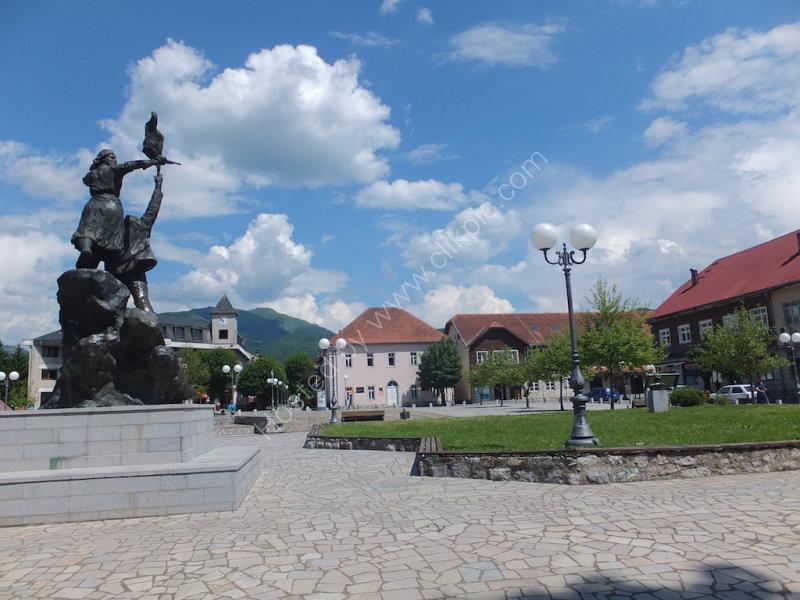Town Square & Patriots Statue, Kosalin