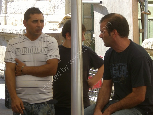 Sicilians Chatting, Syracusa
