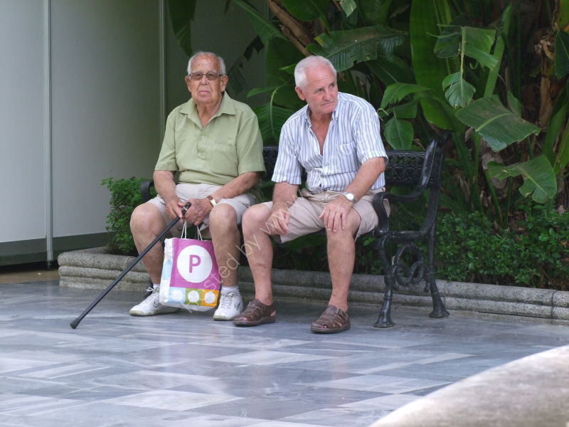 Spaniards Resting, Paseo Alamada, Marbella