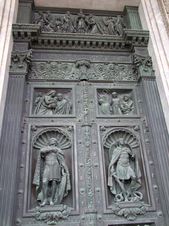 DBronze Door, St Isaac's Cathedral, St Petersburg