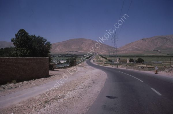 Town between Persepolis and Shiraz