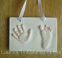 2D outprint of a hand & foot
