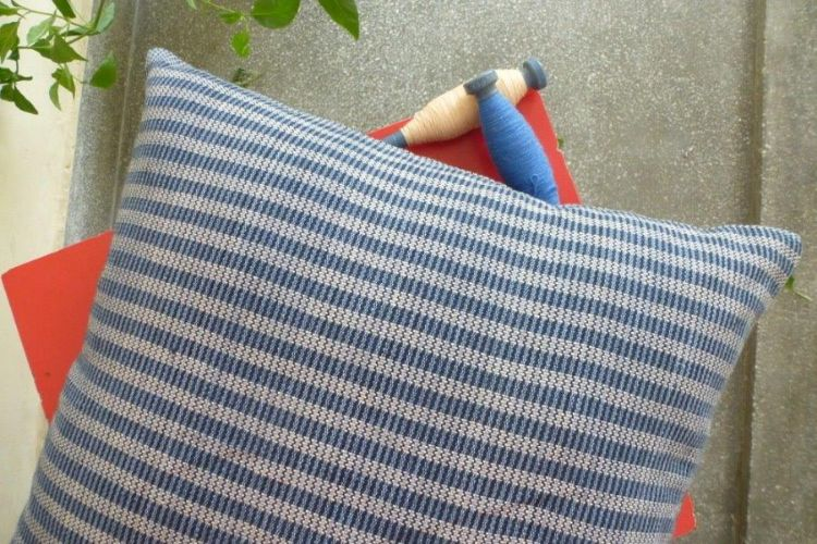 2521287-Cotton Hand-Woven Cushion Cover