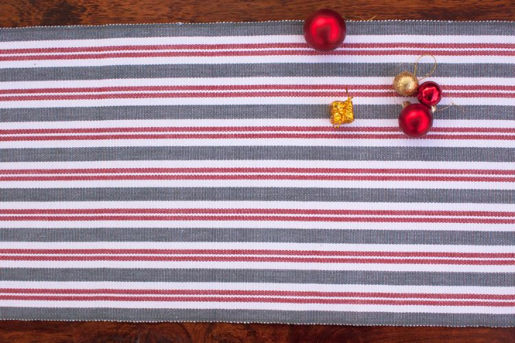 6918270-Hand Woven Cotton Table Runner