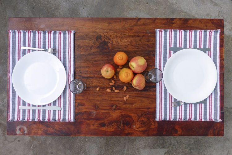 6918285-Hand Woven Cotton Placemat
