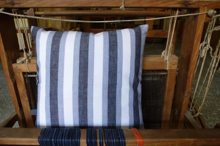 6921225-Hand Woven Cotton Cushion Cover