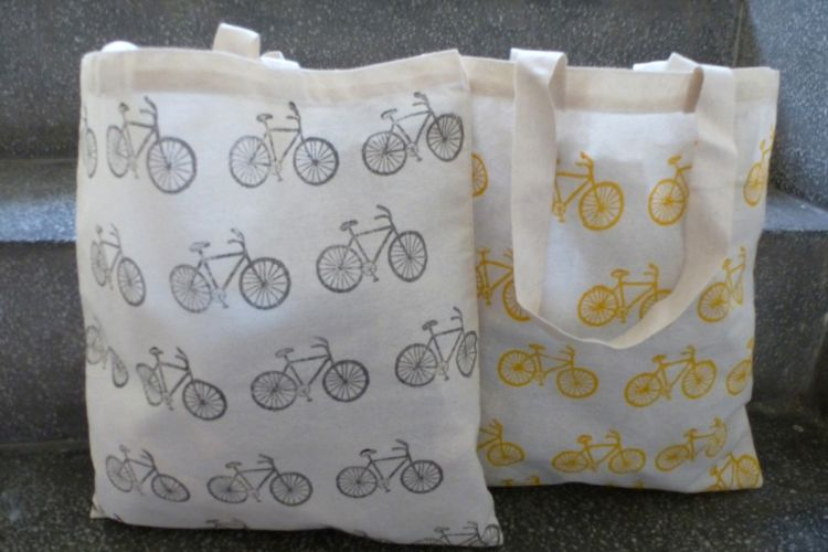 7811728-(Left) 7811739-(Right)  Printed Bags