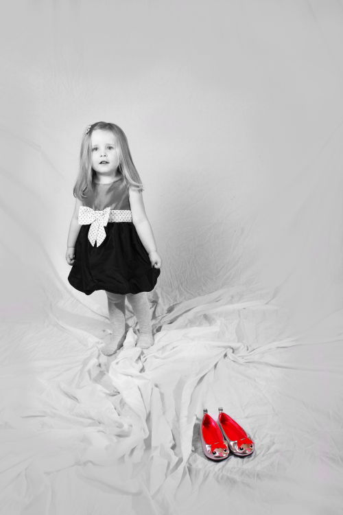 Lydia and the red shoes