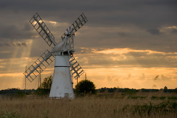 The sun falls over Thurne Mill