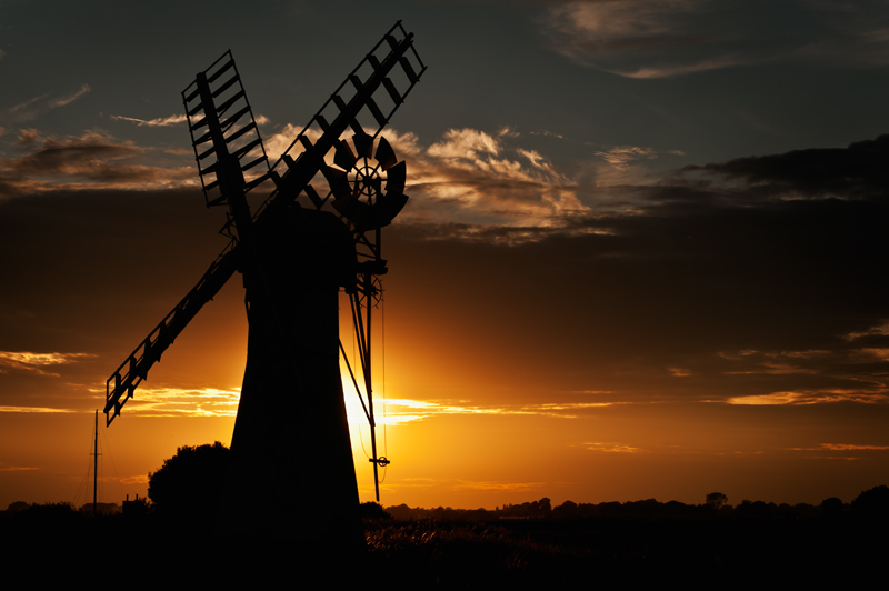 Sun Sets Over Thurne