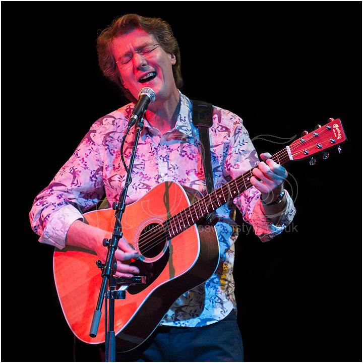 Bryn Haworth in concert