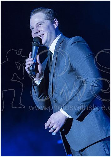 Roman Marek as Frank Sinatra