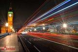 Light Streaks Into London