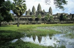 Angkor Wat reflection 2