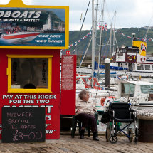 Speedboat-Kiosk,-Scarborough