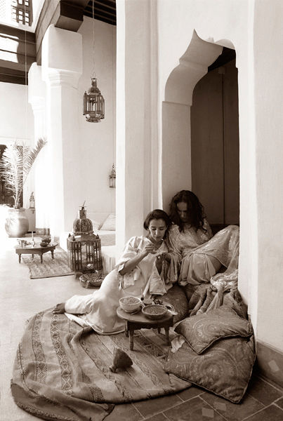 Henna ritual Riad Marrakech