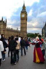 'queen' welcoming visitors to Westminster