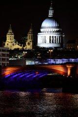 St Pauls at night