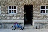 open door and bike, Chiswick House