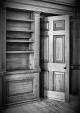 1st Lynn Kerr : Empty Shelves