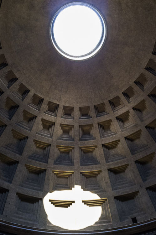 The Hole in Pantheon