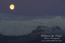 Vatnajokull and full moon