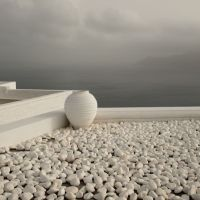 White-Urn-on-white-pebbles