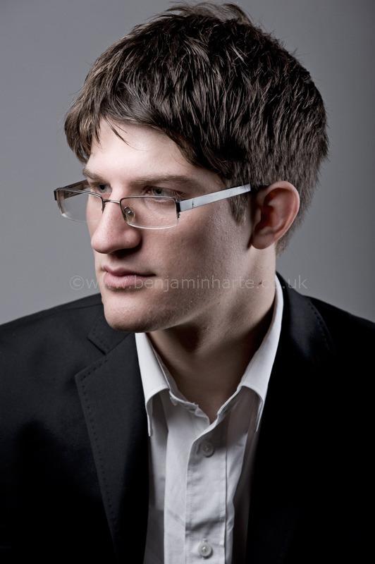 Leo Nicholson Pianist 2 ©BenjaminHarte.jpg