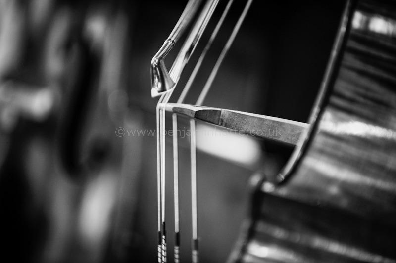Old-double-bass-in-rehearsal-©www.benjaminharte.co.uk-44