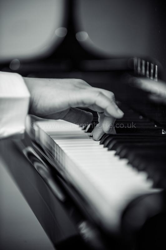 Pianist's-hand-©www.benjaminharte.co.uk-70