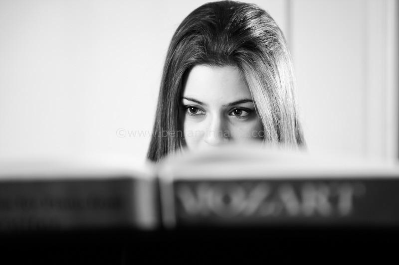 Portrait-of-pianist-Lara-Melda-©www.benjaminharte.co.uk-4